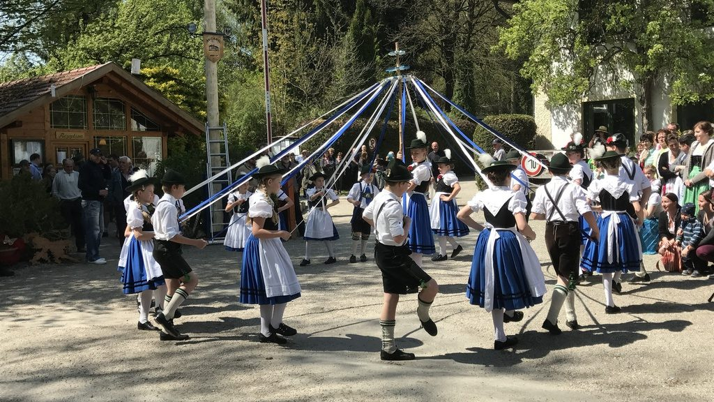 Maibaum with Maifest 2018